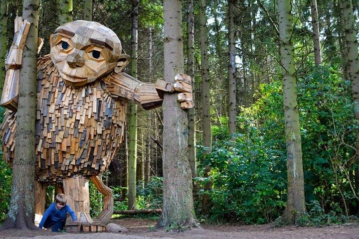 «Забытые гиганты» — деревянные скульптуры спрятанные в лесу (1)
