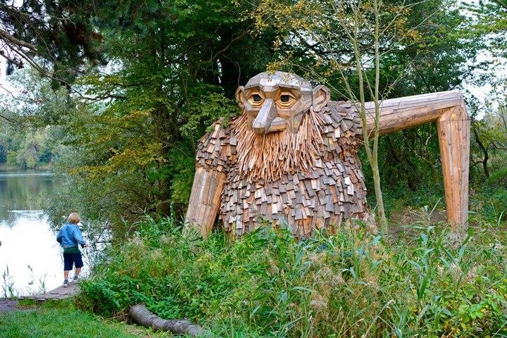 «Забытые гиганты» — деревянные скульптуры спрятанные в лесу (10)