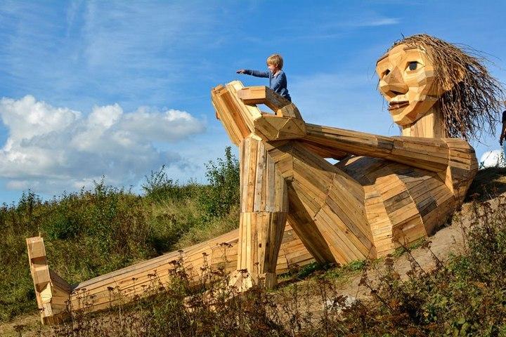 «Забытые гиганты» — деревянные скульптуры спрятанные в лесу (2)