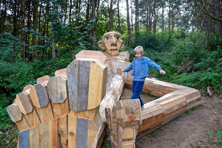 «Забытые гиганты» — деревянные скульптуры спрятанные в лесу (8)