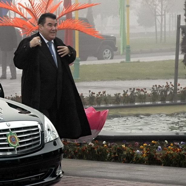 Пожизненный президент Ниязов и его культ личности