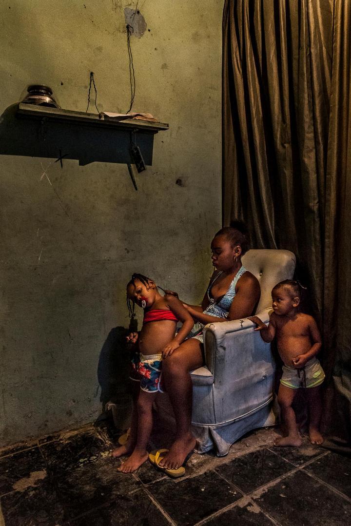 Мрачные трущобы Рио-де-Жанейро (6)