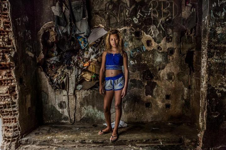 Мрачные трущобы Рио-де-Жанейро (14)