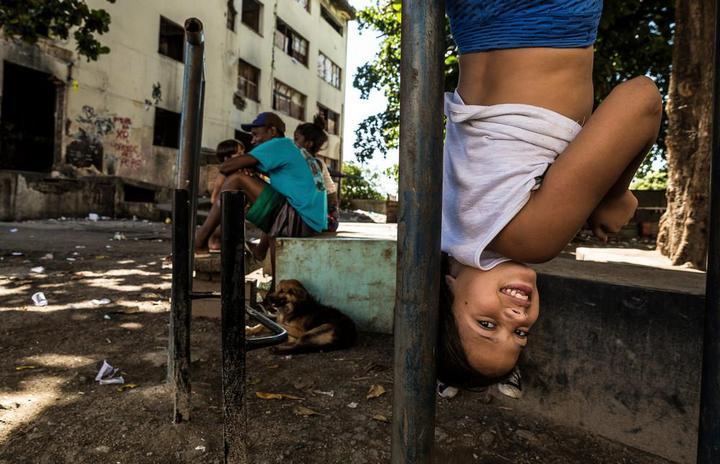 Мрачные трущобы Рио-де-Жанейро (16)