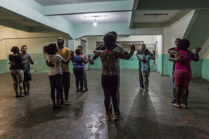 Мрачные трущобы Рио-де-Жанейро (23)