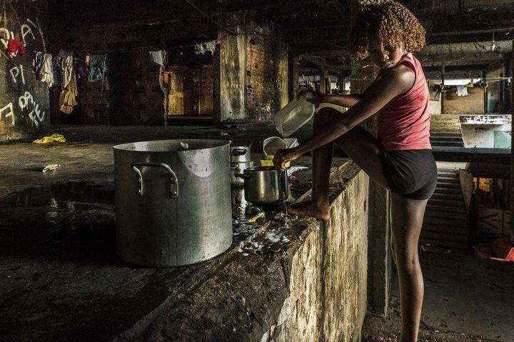 Мрачные трущобы Рио-де-Жанейро (25)