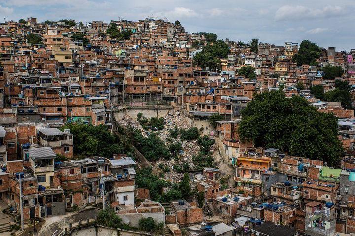 Мрачные трущобы Рио-де-Жанейро (31)