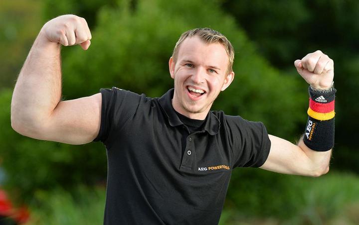 Немец с огромной правой рукой, стал непобедимым чемпионом в армрестлинге (1)