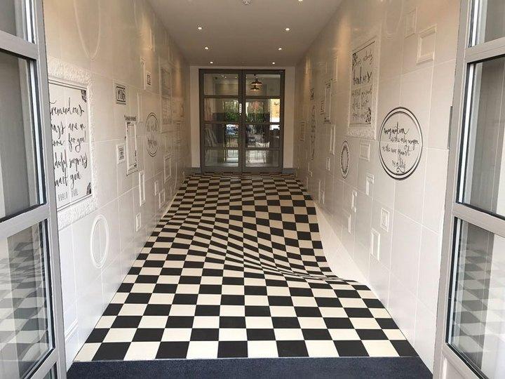Удивительный пол-иллюзия из 400 плиток (1)