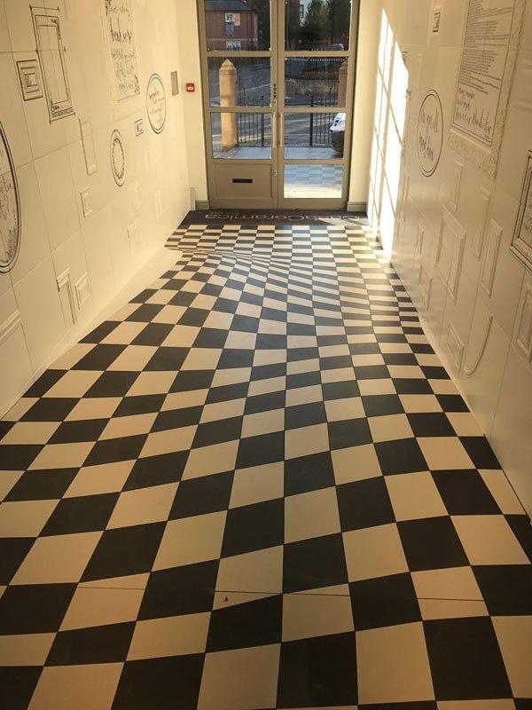 Удивительный пол-иллюзия из 400 плиток (3)