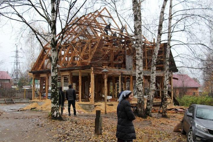В Перми экскаваторы сносят цыганские дома (4)