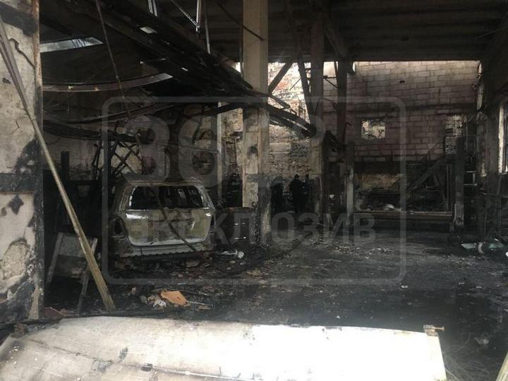 Во время пожара в автосервисе сгорели пять внедорожников Mercedes-Benz G500 (3)