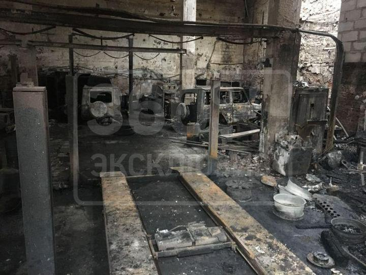 Во время пожара в автосервисе сгорели пять внедорожников Mercedes-Benz G500 (4)