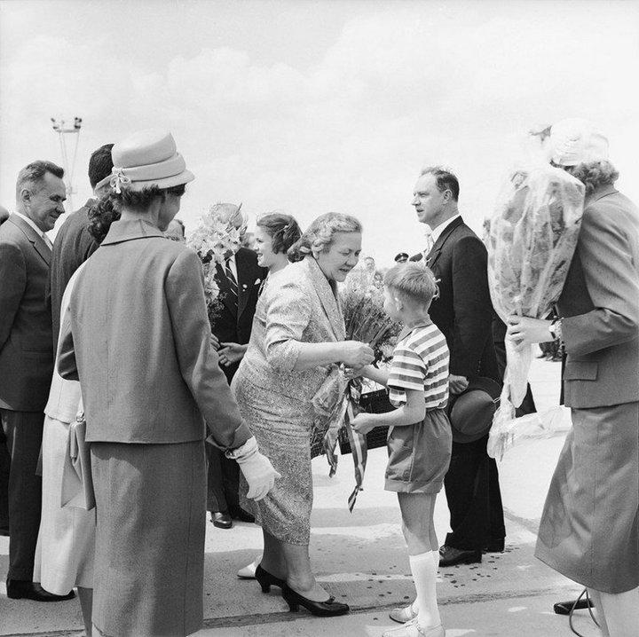 От Хрущевой до Путиной: как выглядели Первые Леди нашей страны (9)