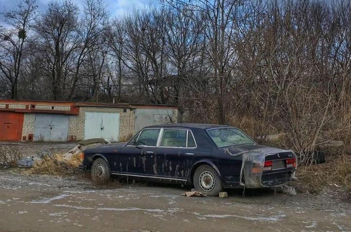 Заброшенный Rolls-Royce (2)