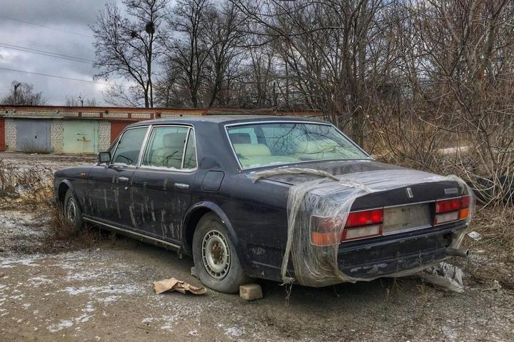 Заброшенный Rolls-Royce (3)