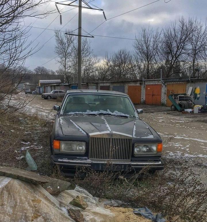 Заброшенный Rolls-Royce (4)