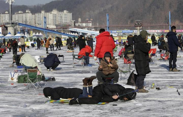 Соревнования по ловле форели в Южной Корее… (11 фото)