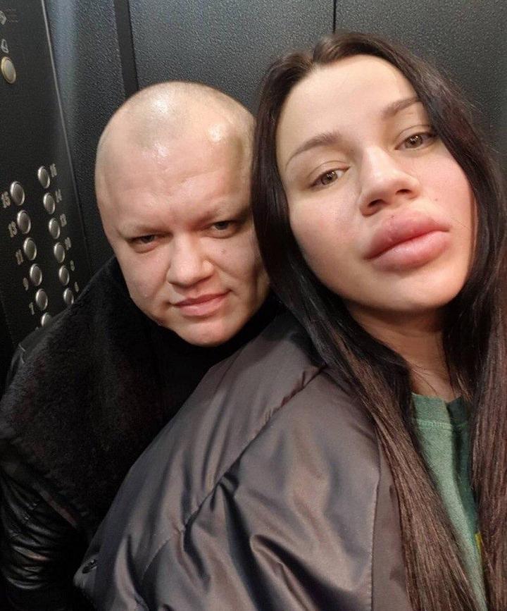 Анна Тураева и ее девушка (1)