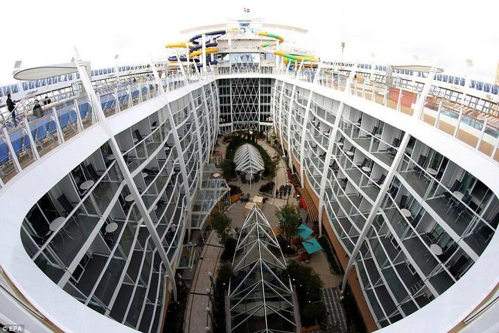 Самый большой круизный лайнер стоимостью один миллиард евро (10)