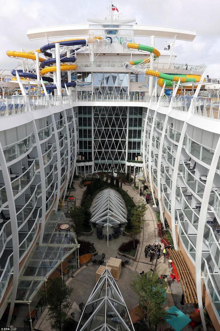 Самый большой круизный лайнер стоимостью один миллиард евро (13)
