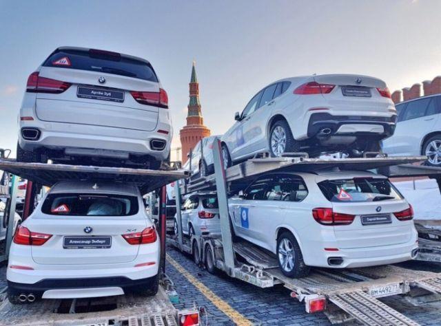 140 BMW на Красной площади ожидают российских медалистов Олимпиады (3)