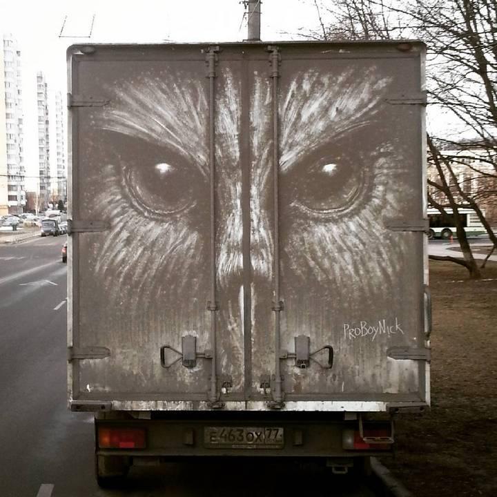 Крутые рисунки на грязных грузовиках (12)