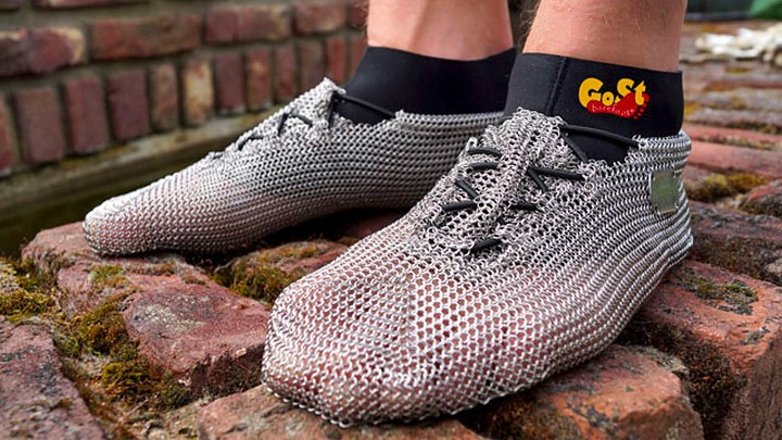 414164d4 Необычная обувь из кольчуги...   PulsON — все самые интересные ...