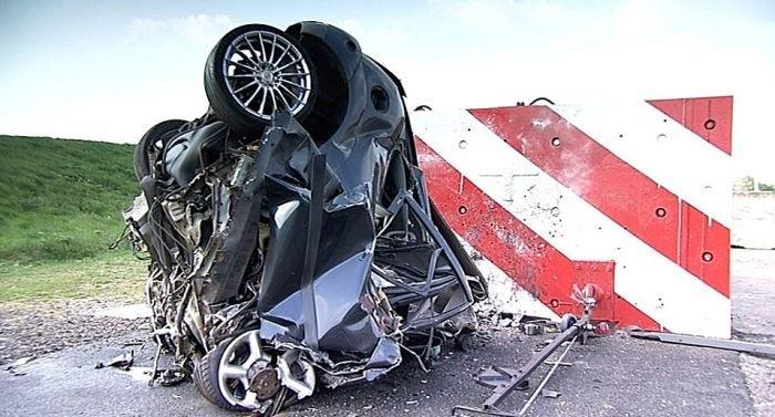 краш-тест, Форд Фокус на скорости 200 км/ч врезается в стену (5)