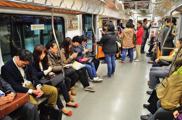 Как выглядит метро в Южной Корее (12)