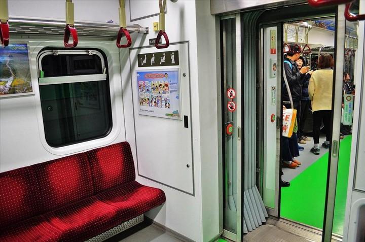 Как выглядит метро в Южной Корее (16)