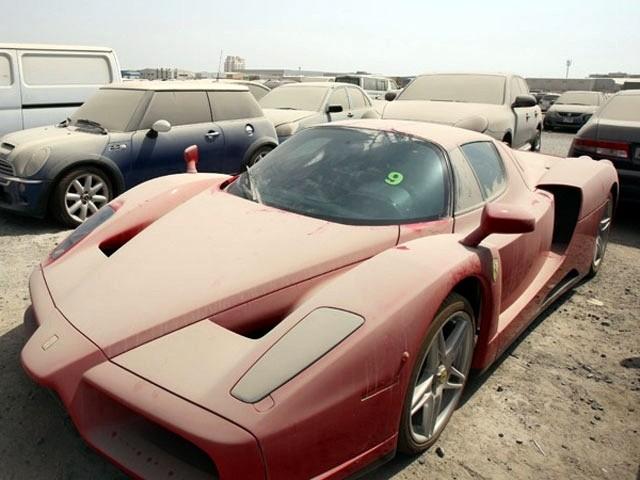 Брошенные дорогие автомобили в Дубае, редкие автомобили (1)