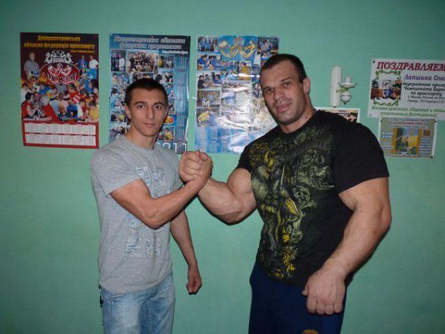 Чемпион по армреслингу Денис Цыпленков (22)