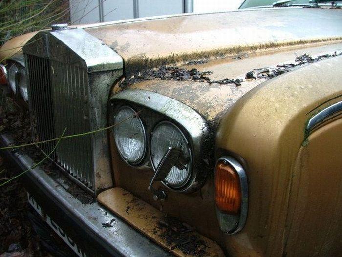 Брошенные дорогие автомобили в Дубае, редкие автомобили (43)
