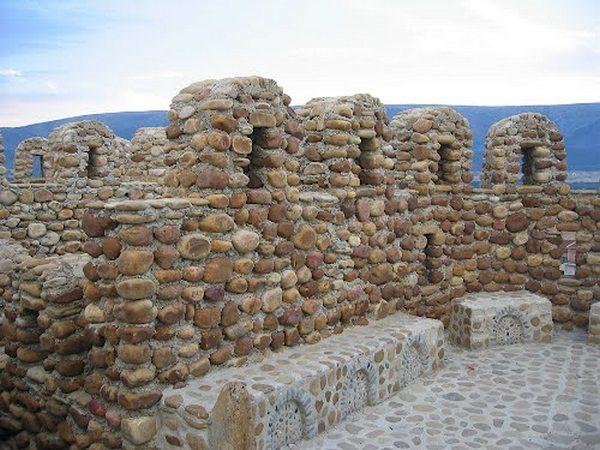 Человек построивший замок в одиночку в Испании (6)