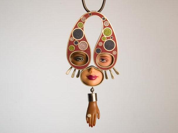 Кукольные украшения своими руками, необычные самодельные украшения из частей от кукл (9)