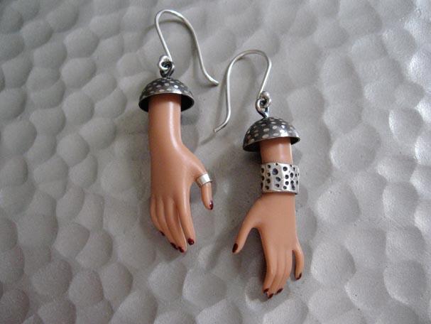 Кукольные украшения своими руками, необычные самодельные украшения из частей от кукл (17)