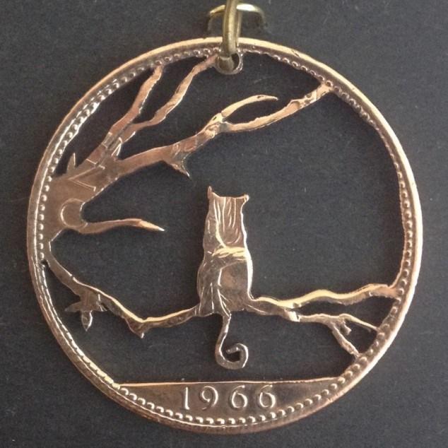 Красивые кулоны из старых монет (3)