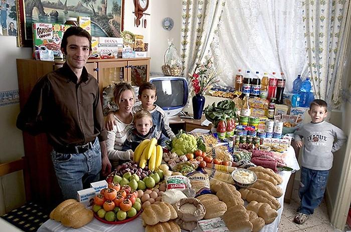 Что съедают семьи из 15 стран мира за неделю (14)