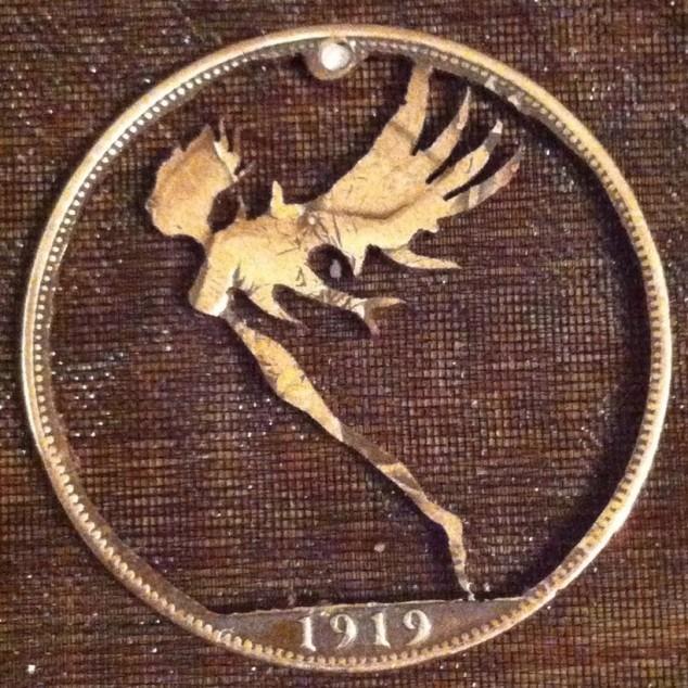 Красивые кулоны из старых монет (4)