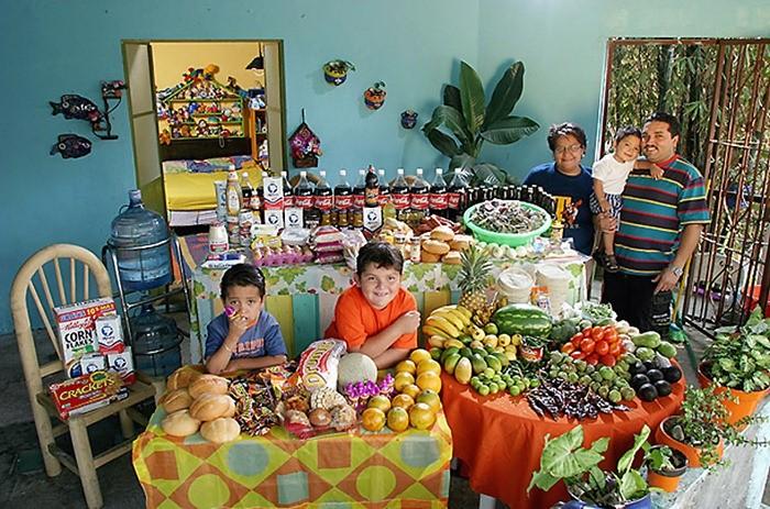 Что съедают семьи из 15 стран мира за неделю (10)