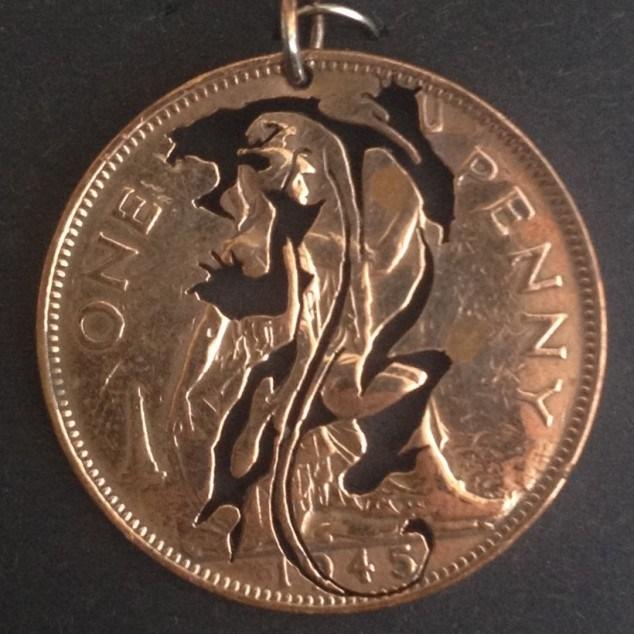 Красивые кулоны из старых монет (9)