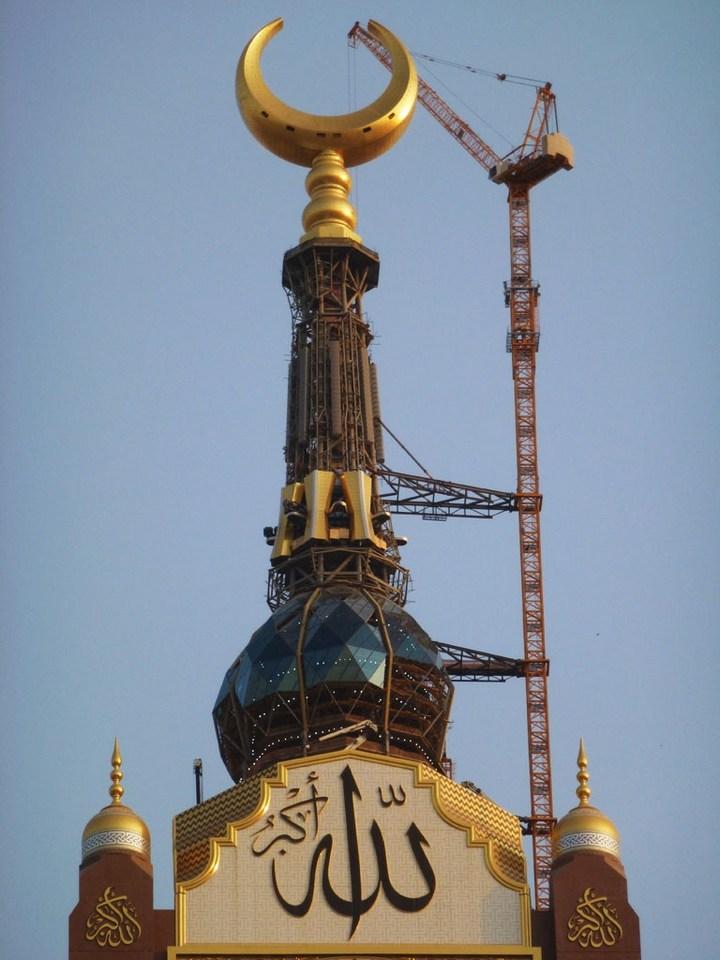"""Огромная башня с часами в Саудовской Аравии — """"Makkah Clock Royal Tower"""", мега стройка (8)"""