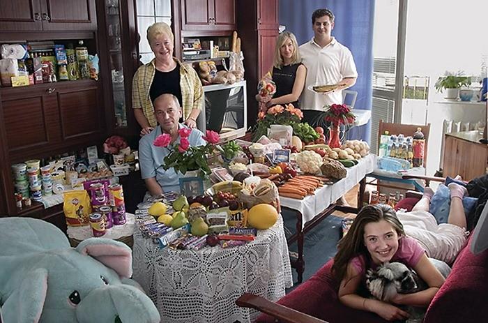 Что съедают семьи из 15 стран мира за неделю (8)