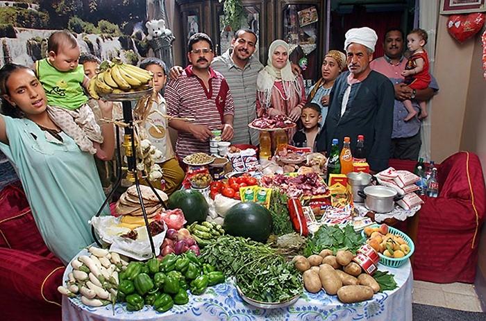 Что съедают семьи из 15 стран мира за неделю (7)