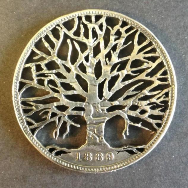 Красивые кулоны из старых монет (14)