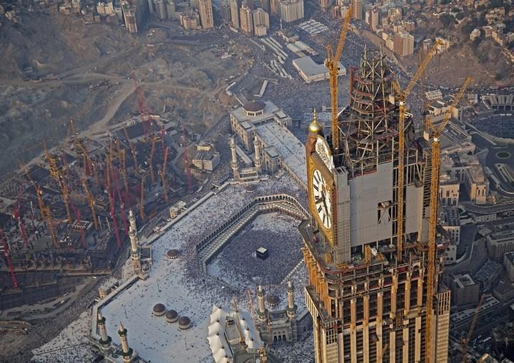 """Огромная башня с часами в Саудовской Аравии — """"Makkah Clock Royal Tower"""", мега стройка (14)"""