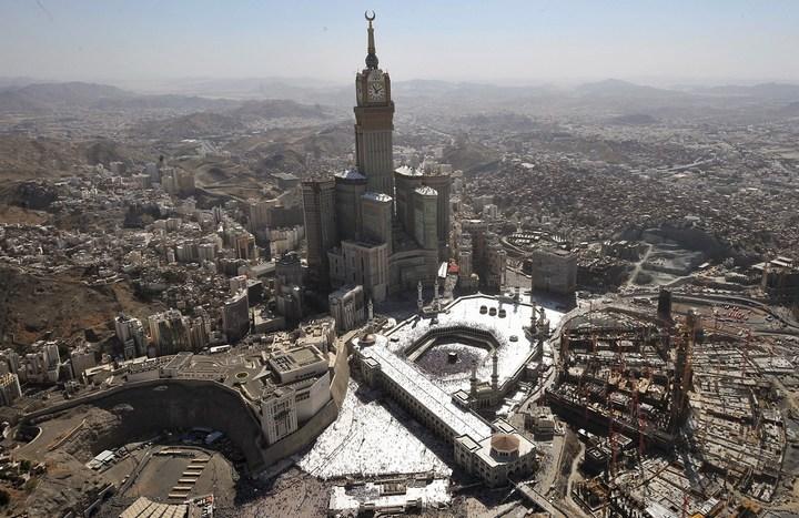 """Огромная башня с часами в Саудовской Аравии — """"Makkah Clock Royal Tower"""", мега стройка (24)"""