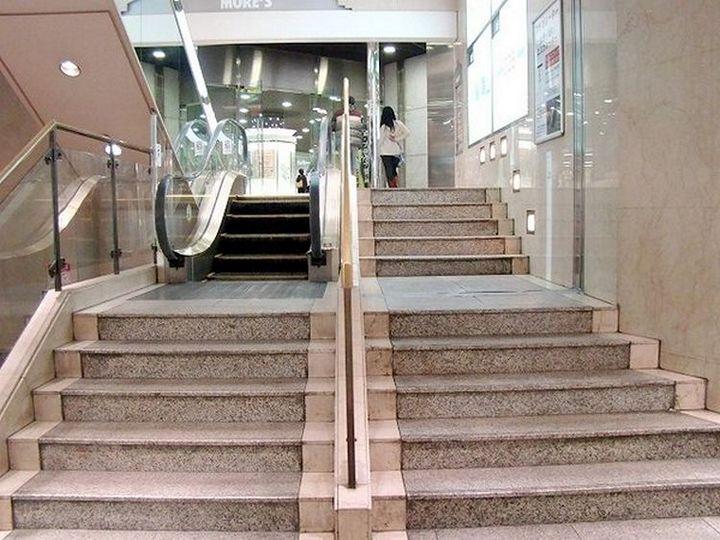 Самый короткий эскалатор в мире (1)