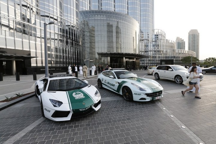 Раскошные полицейские машины в Дубаи (2)